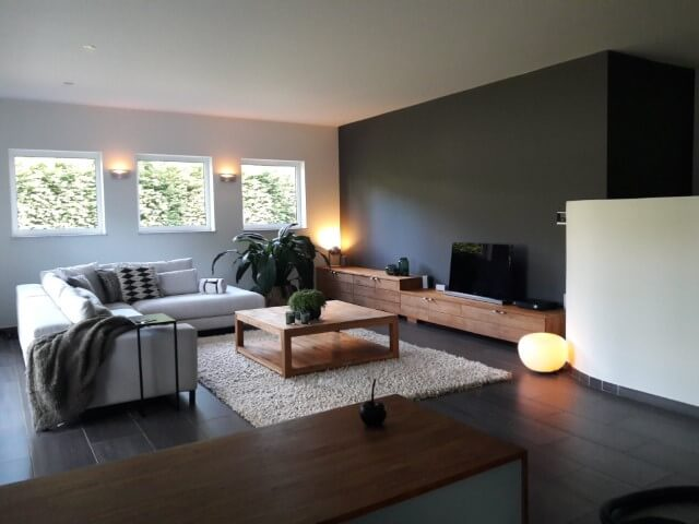 living schilderen mechelen woonkamer met traphal